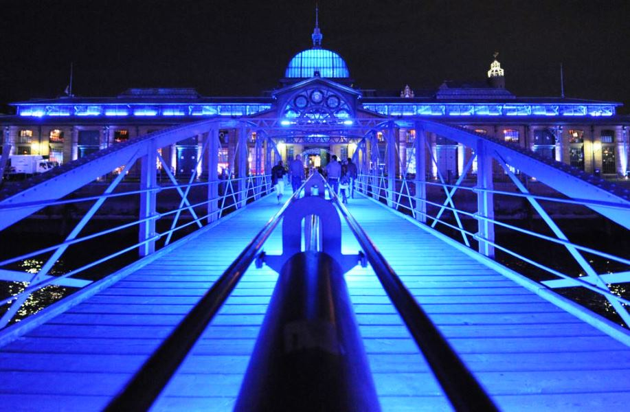 """- aa fischauktionshalle - GROSSES LIGHT UP MIT BLUE-RIVER-CRUISE  - aa fischauktionshalle - Osterparty """"Twist & Shout"""""""